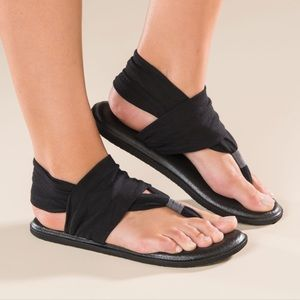 Black Yoga Sling Sanuk Sandals. Size 8.